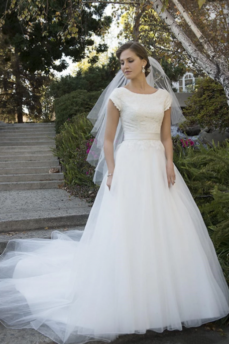 Elegant Cap Sleeve Lace Applique Wedding Dresses,Charming A-Line Tulle Bridal Gown.W430