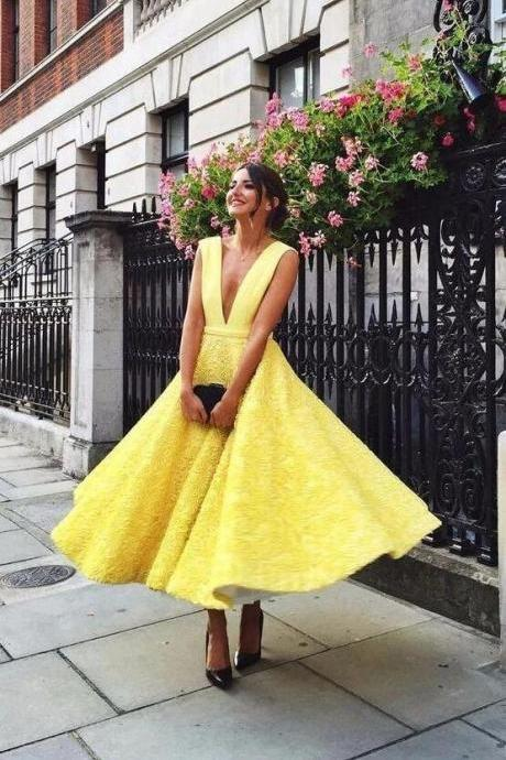 Charming Lace A-Line Deep V-Neck Prom Dresses,Energetic Yellow Sleeveless Homecoming Dresses.PH1172