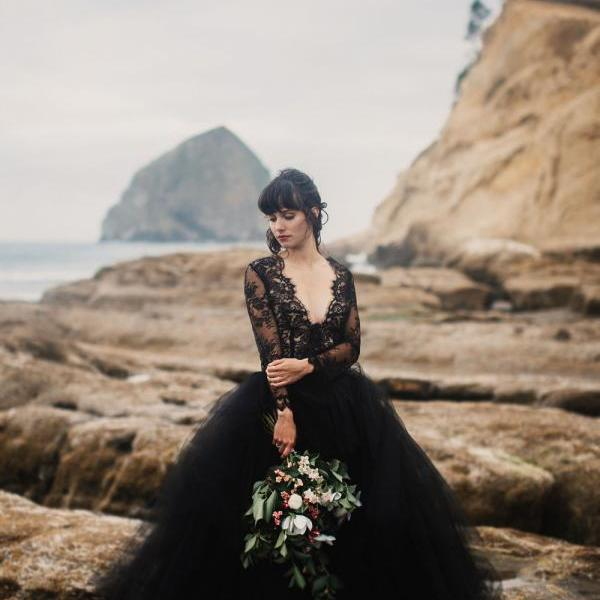 Black Lace Appliques Backless Bridal Dresses,Long Sleeve Puffy Tulle Wedding Party Bridal Formal Gowns.W1009